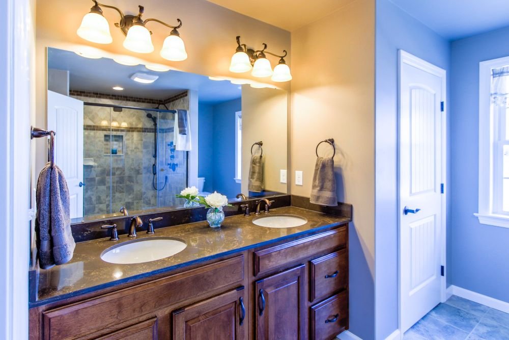 For this home, we installed a master suite bathroom, complete with dual sinks and 6 head full-body shower.